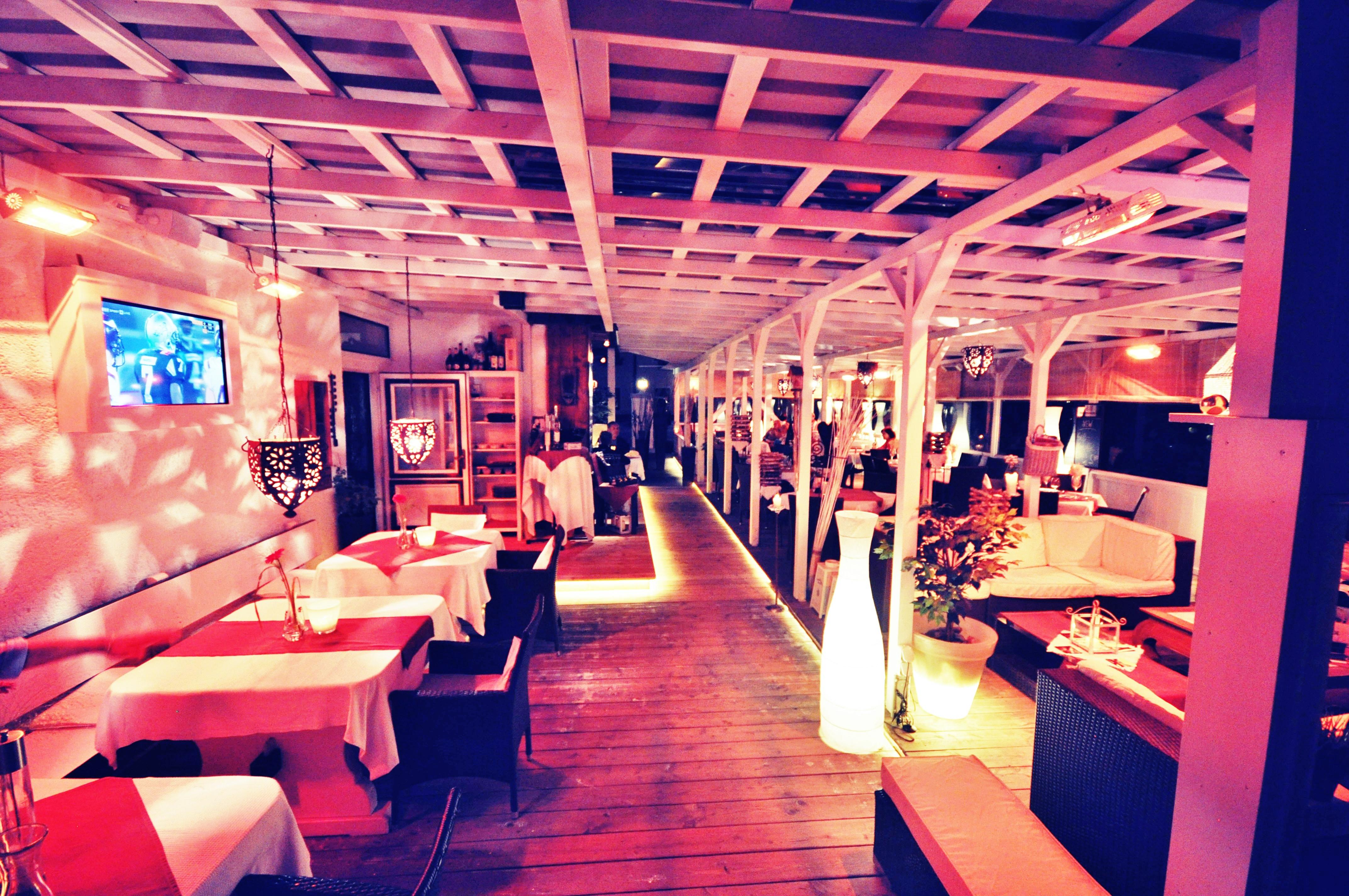 Asado's Steakhouse, Bar und Lounge