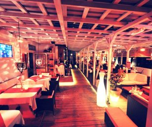 Die Sommerterrasse vom Asado's Steakhouse
